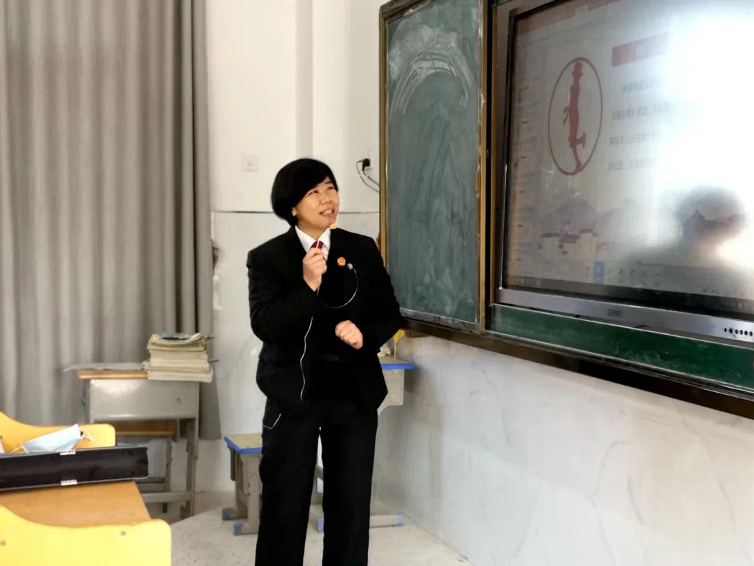 """""""周淑琴工作室""""来到贵溪市泗沥镇中学,开展民法典进校园活动"""